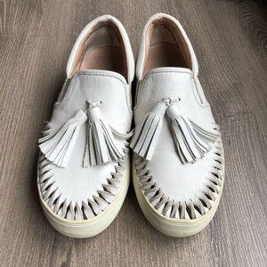 JSlides white slip on sneaker size 7 fit like 71/2